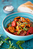 Tandoori chicken with peppers and yoghurt