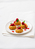 Apricot tartlets with raspberry sauce