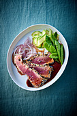 Seared tuna with mangetout and zucchini