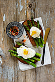 Toasts with aspargus and poached eggs