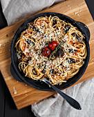 Pasta with shiitake mushrooms and tomato sauce