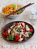 Chicken with peppers and black beans (China)