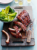 Glazed grilled pork ribs with lettuce (China)