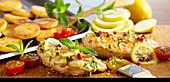 Gegrillte Hähnchenbrust in Zitronen-Minz-Marinade mit gebackenen Polenta-Talern