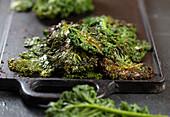 Grünkohlchips im Ofen geröstet