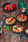 Gratiniertes Tomatenrisotto mit Parmesan und Basilikum