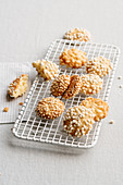 Puffed rice and quinoa cookies