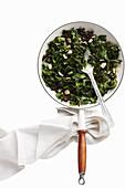 Gedünsteter Spinat mit Weißwein und Knoblauch