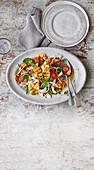Hähnchen-Ananas-Salat mit Nam-Jim-Dressing