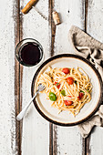 Spaghetti with olive oil, tomatoes and basil