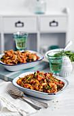 Nudelauflauf mit Hähnchenfleisch und Broccoli