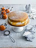 Victoria sponge cake mit Clementinen-Sahne und Gewürz-Orange Curd