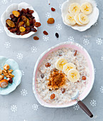Porridge with raisins, bananas and nuts