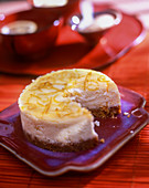 Small cheesecake with a biscuit base and lemon zest
