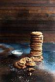 Chocolatechip Cookies, gestapelt