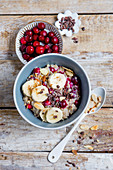 Almond oatmeal with bananas and cranberries