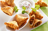 Samosas with raita (spicy yoghurt sauce)