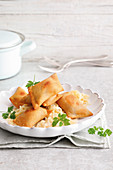 Baked potato parcels on creamy cabbage