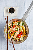 Stir-fried chicken with pointed cabbage and pepper