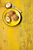 Vegetarische Scotch Eggs mit Sesam-Miso-Panade