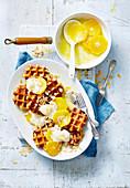 Waffeln a la Suzette mit Orangen und Vanilleeis