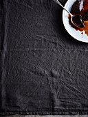Schokoladenflan, angebissen