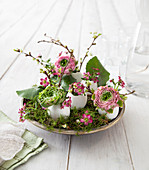 DIY Easter decoration of moss, eggshells and flowers