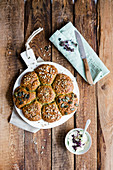 Seeded bread roll flower (low carb)