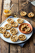 Dulce-de-leche tartlets (low carb)