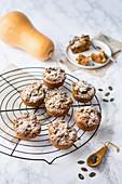 Pumpkin cupcakes with pumpkin crumbles (low carb)
