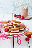 Whoopie pies with raspberry cream (low carb)