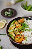 Thai curry with mange tout and rice