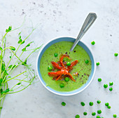 Pea soup with dried tomatoes