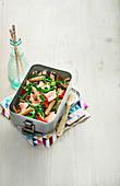 Lachs-Nudel-Salat mit Zitrone und Kapern