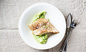 Fish with mashed potatoes and peas