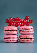 Currant macarons