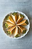 Atayef - Kleine Pfannkuchen mit Pudding und Pistazien