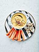Cashew-Curry Dip mit Möhrensticks