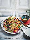 Quinoasalat mit gebratenem Gemüse und gegrilltem Halloumi