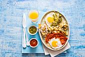 Huevos divorciado (breakfast dish, Mexico)