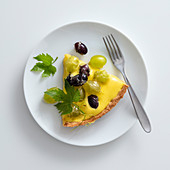 Zabaione tart with fresh grapes