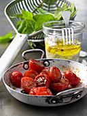 Zutaten für Spinatsalat mit gebratenen Tomaten und Ziegenkäse