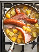 Omas Steckrübeneintopf mit Kochwürsten und Bauchspeck