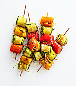 Pepper and zucchini skewers with aromatic bread crumbs
