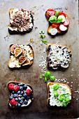 Süß und herzhaft belegte Open Sandwiches