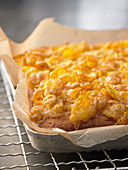 Butter cake with cornflakes