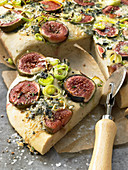 Focaccia with figs and leek