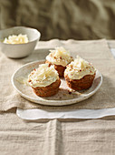 Savoury nut muffins with Grana Padano mousse