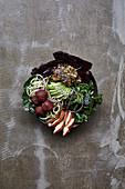 Veggie Bowl mit Avocado und Grünkohl
