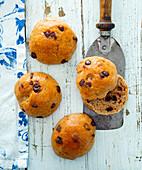 Wholemeal chocolate buns